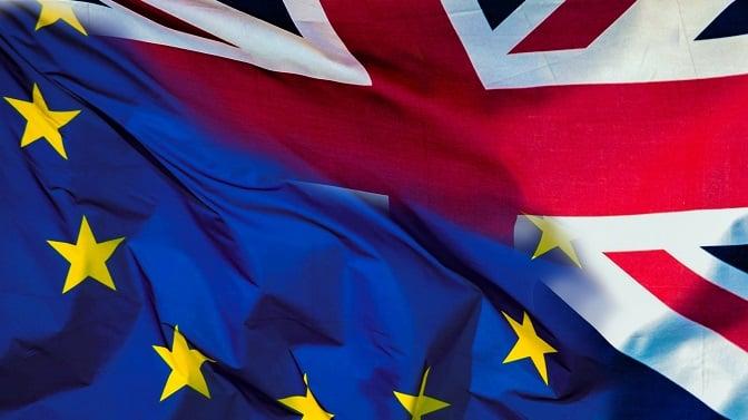 Los parlamentarios solo dispondrán de dos semanas para evitar un Brexit 'duro'.Las bolsas, la deuda y la libra sufren la decisión de Londres tras el visto bueno de la Reina.
