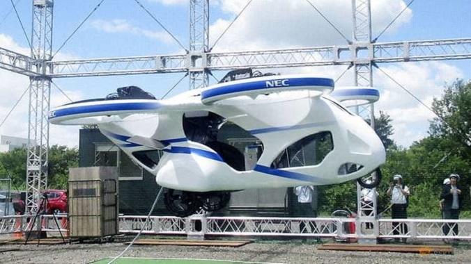 Este es el primer coche volador y es japonés. ¿Marca? Nec Corporation