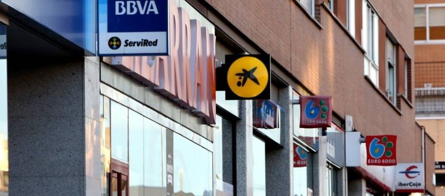 HSBC retira el consejo de compra en Caixabank y Bankia y no ve potencial en la banca doméstica española