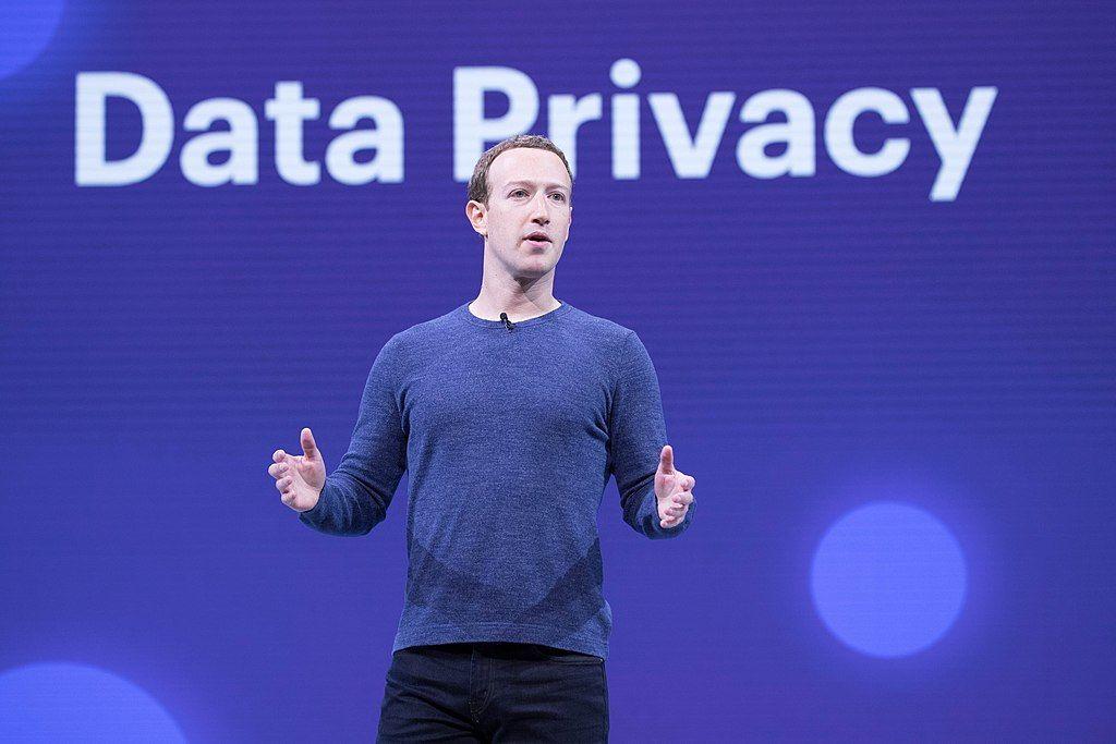 Facebook elimina un millón de cuentas falsas cada día