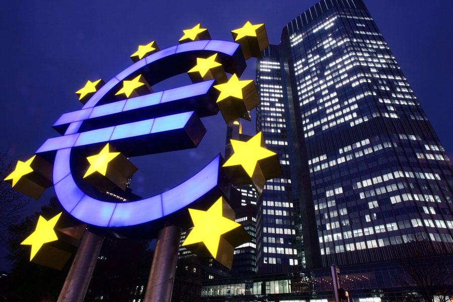 Draghi ve mas lejos una posible subida de tipos