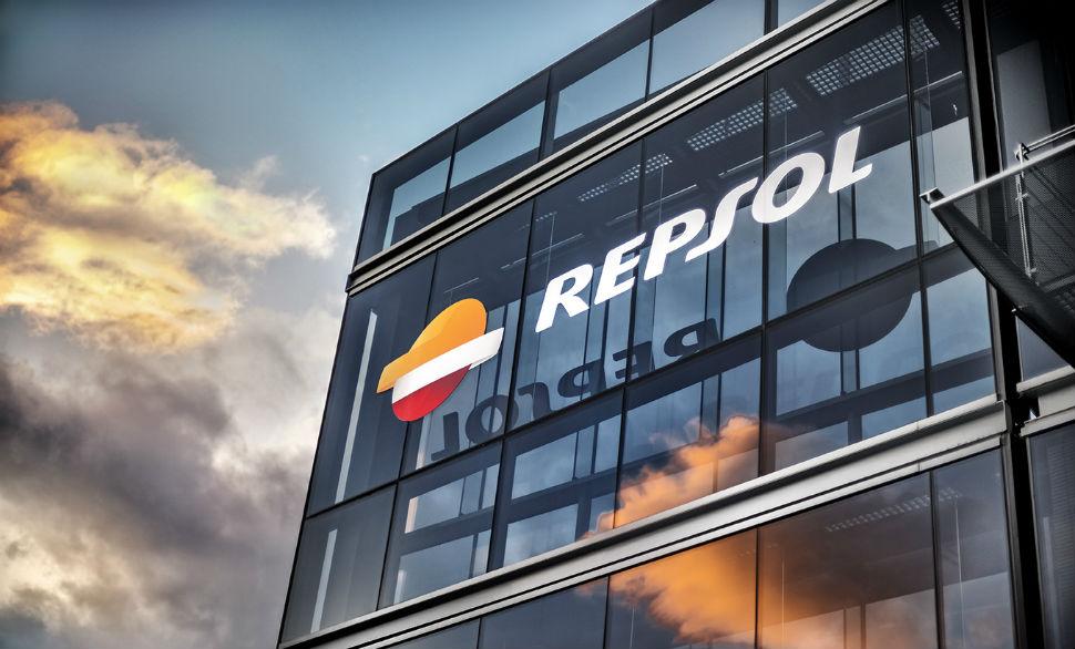 Repsol lidera las caídas del Ibex tras reducir un 4,3% su producción