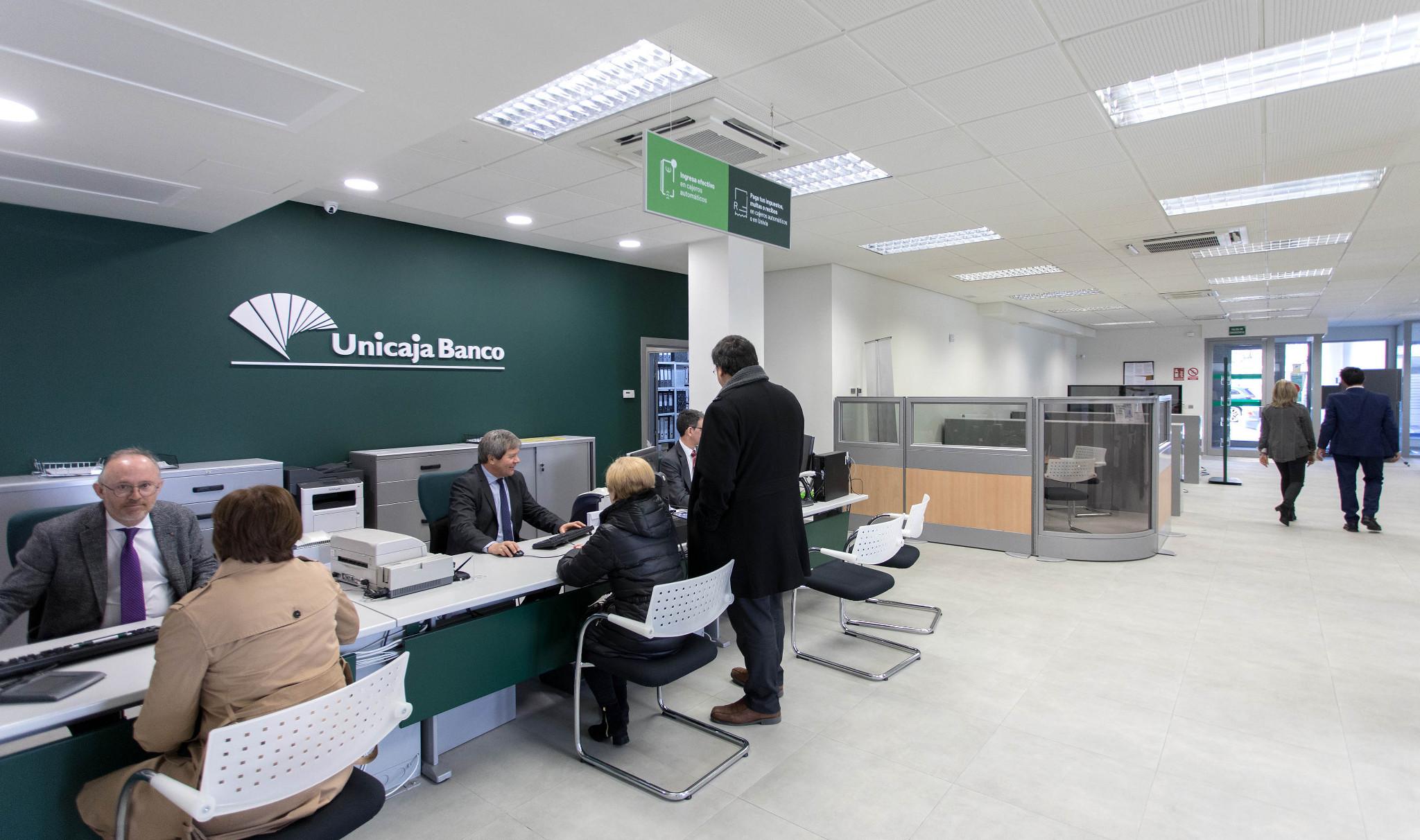 unicaja banco lanza un servicio para unificar seguros