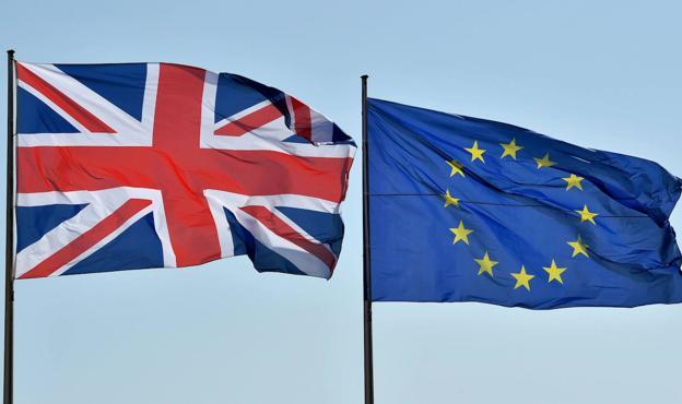 Banderas UK y UE
