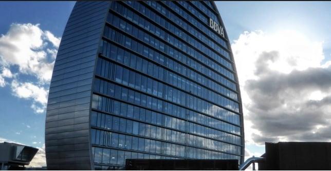 Bankinter reitera comprar bancos de forma selectiva y oportunista y apuesta por BBVA