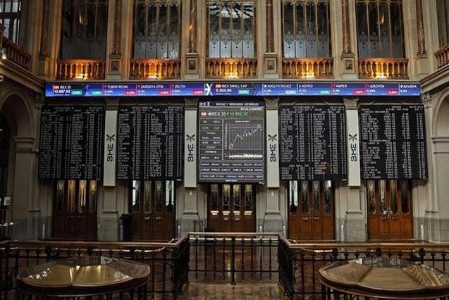El Ibex 35 continúa con caídas arrastrado por la situación de China