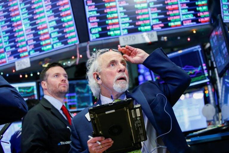 Wall Street cotiza con descensos antes de la reunión de la Reserva Federal