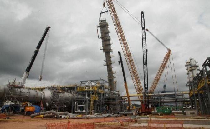 Obras de construcción de una planta por parte de Técnicas Reunidas.