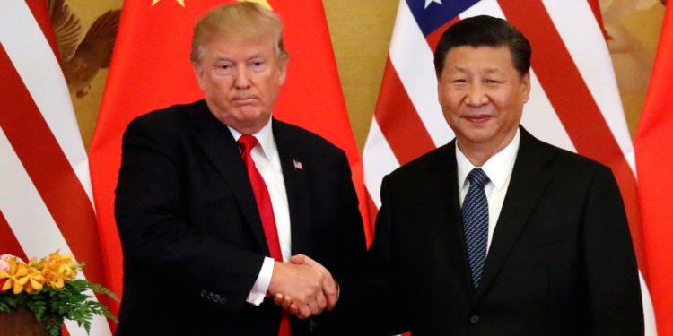 Seis valores del Ibex 35 que aguantan la presión por China y EEUU